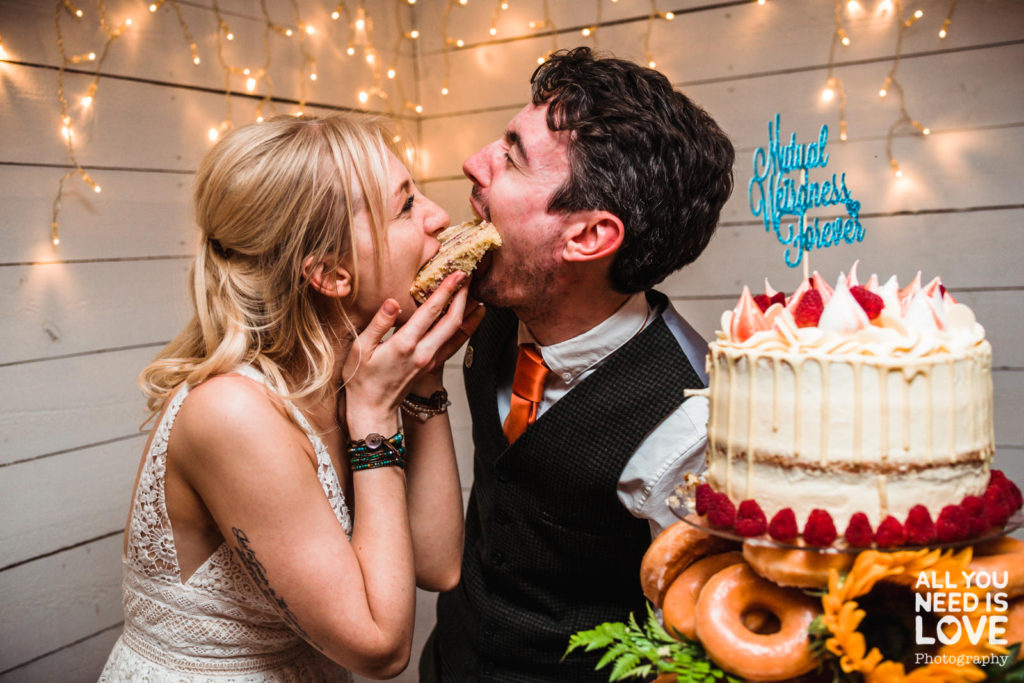 Cutting your wedding cake in style